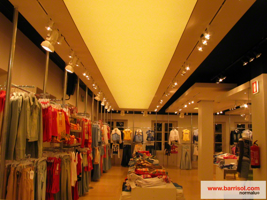 Photos plafond tendu plafond lumineux for Faux plafond magasin