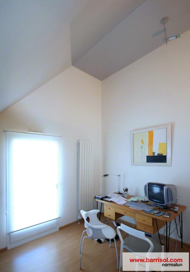 photos de plafonds tendu dans des bureaux en sous pente. Black Bedroom Furniture Sets. Home Design Ideas
