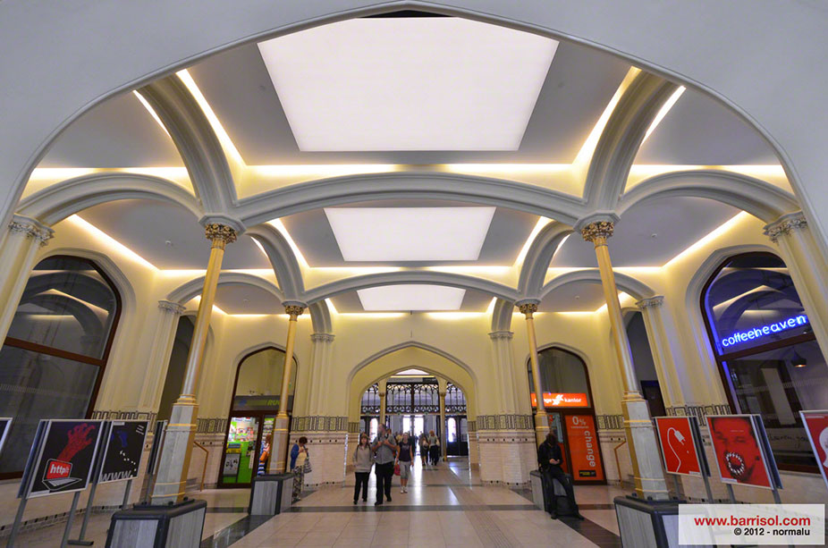 Stazione centrale di Wroclaw <br><p style='text-transform: uppercase; color: #6F6F6F;'>Poland</p>