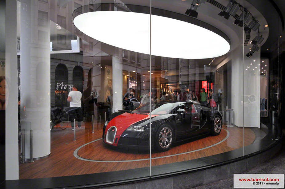 Bugatti showroom <br><p style='text-transform: uppercase; color: #6F6F6F;'>Deutschland</p>