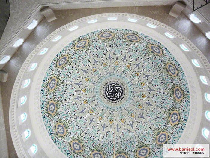 """""""Khazret Sultan"""" mosque <br><p style='text-transform: uppercase; color: #6F6F6F;'>Kazakhstan</p>"""