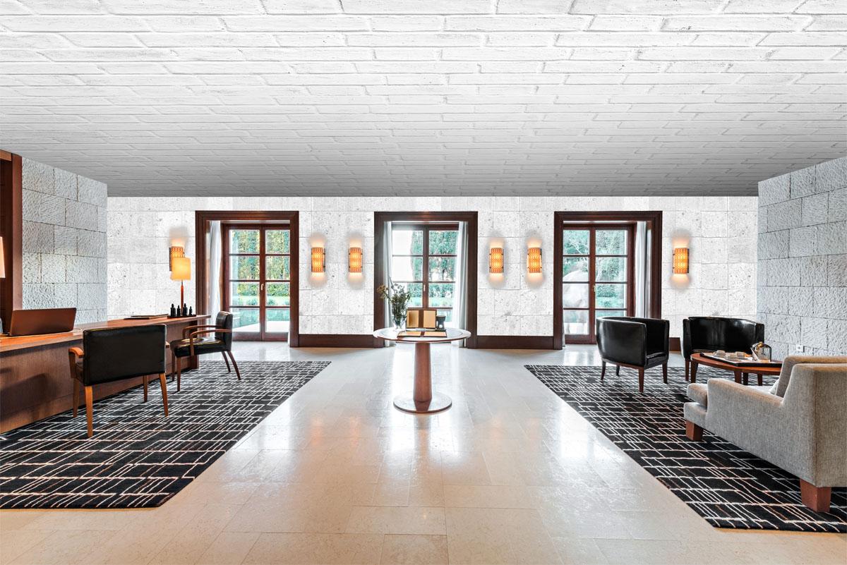 Plafond Barrisol® motif : réf BEK02 et mur Artolis® imprimés motif brique : réf BEK05